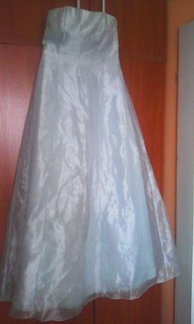 sukienka ślubna balowa długa kolor jasnego błękitu