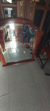 Espelho para cómoda de quarto.