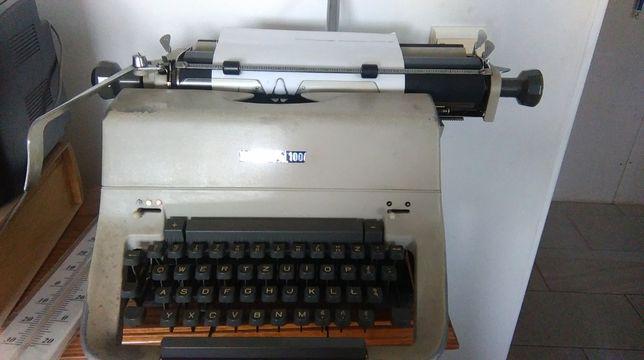 Maszyna do pisania Predom Łucznik 100