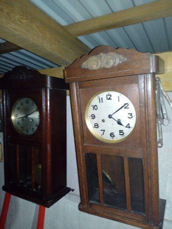 Stare zabytkowe zegary ścienne.