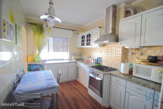 Apartamento - 93 m² - T2