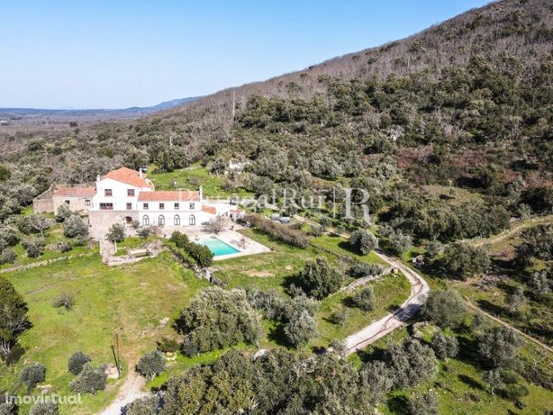 Propriedade com mosteiro do sec. XV para turismo rural