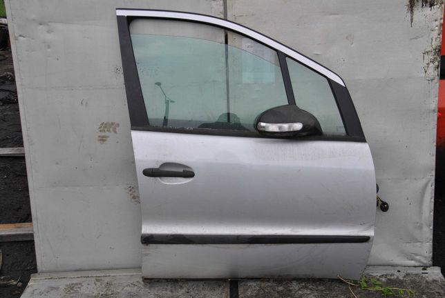 Drzwi prawy przód Mercedes w168