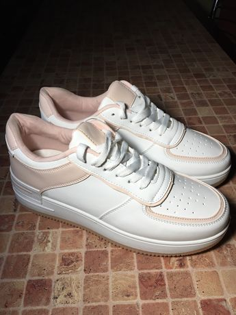 Кросівки нові