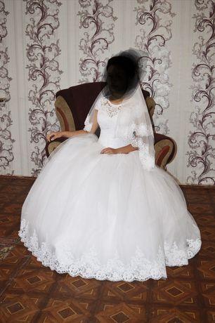 Продаю свадебное платье,42-44р. В отличном состоянии.