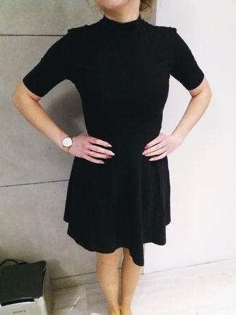 Czarna sukienka z golfem 34/XS