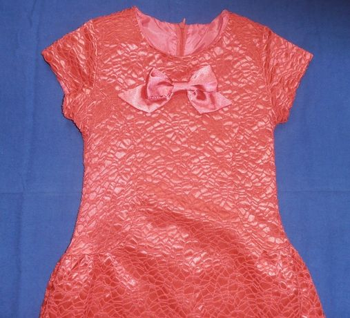 Sukienka rozkloszowania, brzoskwiniowa, tłoczony wzór, 128, Klaudynka