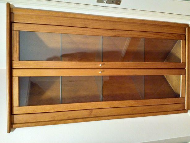 Móvel de canto (vitrine)