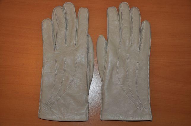 Женские перчатки итальянские молочно-белого цвета теплые №7