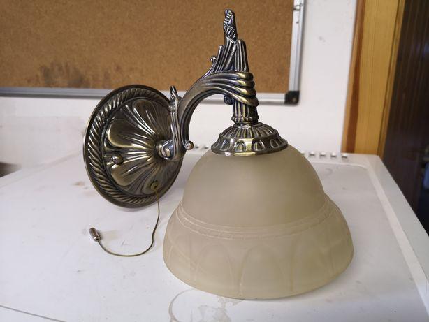 Lampa ścienna z wyłącznikiem
