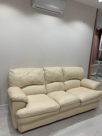 Продам шкіряний розкладний диван
