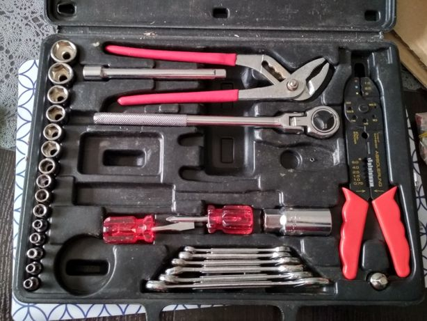 Zestaw kluczy w walizce