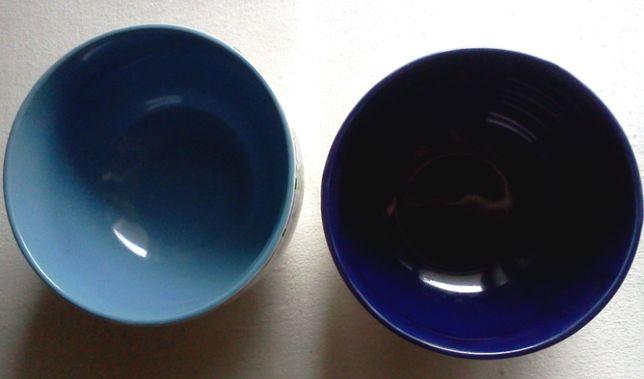 Две пиалы с нарциссами в сине-голубых тонах
