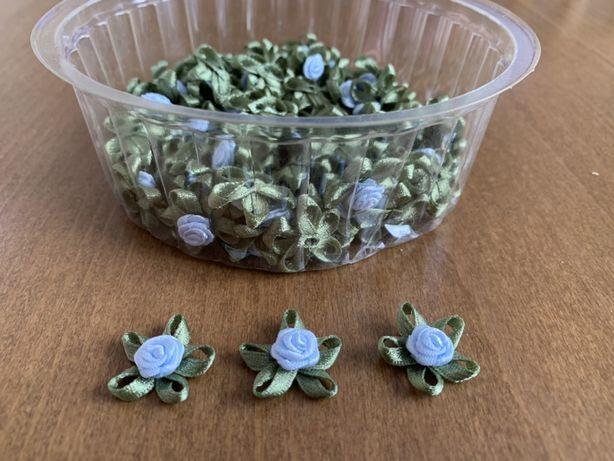 Aplikacja naszywka niebieska różyczka z zielonymi listkami