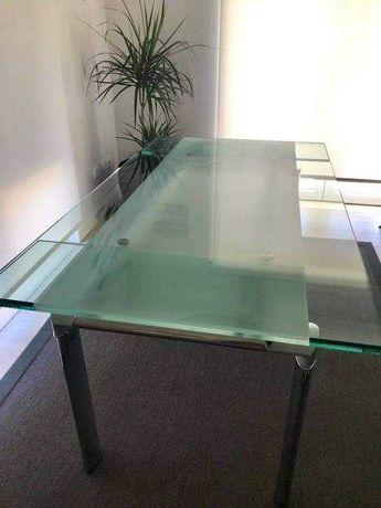 Mesa em vidro extensível