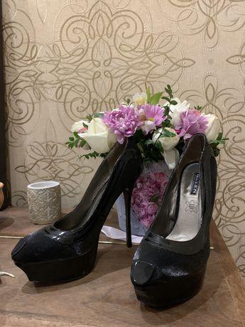 Туфли черные на шпильке