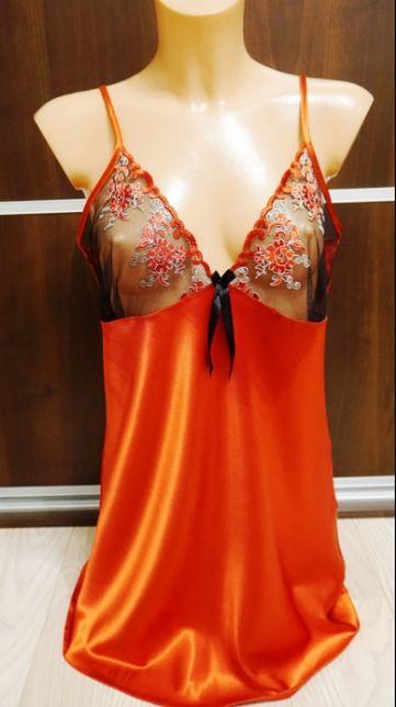 Sexowna i kusząca koszulka atłasowa z haftem na biuście kolor czerwony