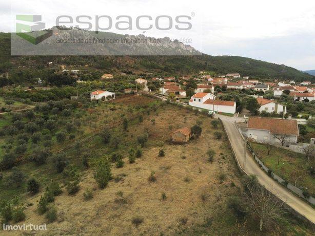 Terreno rústico com construção rural - Chão de Galego