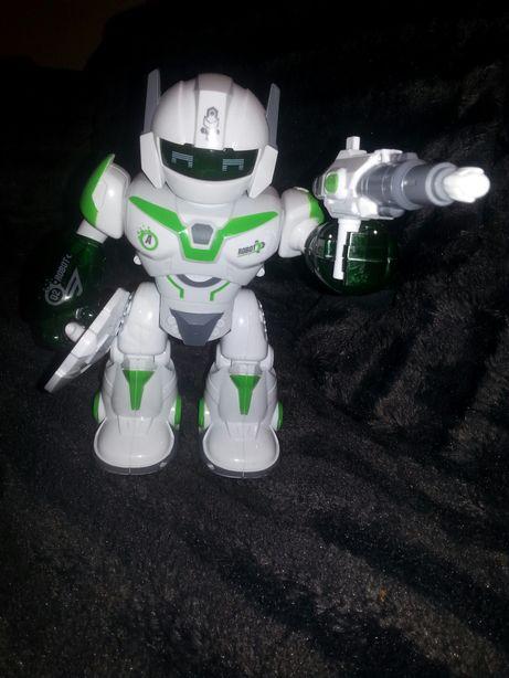 Duży Robot chodzący na baterie.