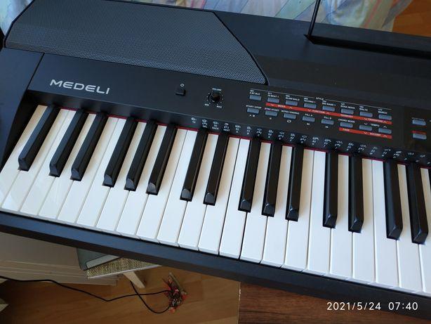 MEDELI SP 4200 - Pianino sceniczne z keyboard ( aranżer) w jednym.