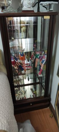 Móvel vitrine espelhada
