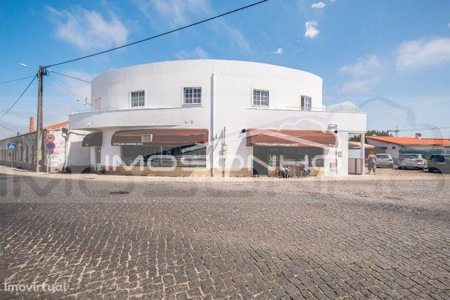 Edifício de comercio e habitação