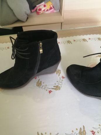 Sprzedam bardzo ładne buty na toturne bardzo ładne i wygodne buty