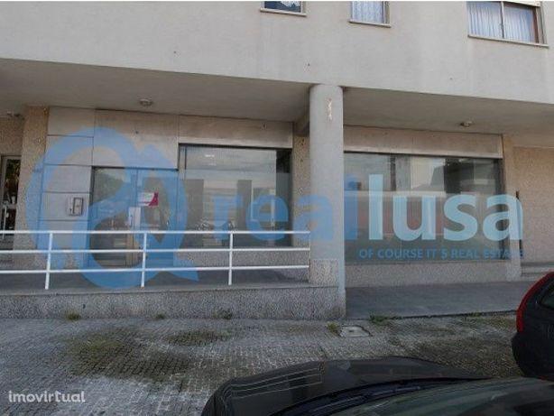 Loja ampla no centro de Esmoriz, Aveiro, Excelentes condições de finan