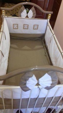 Дитяче ліжечко для дітей розкладається на 2 положення а можна повністю