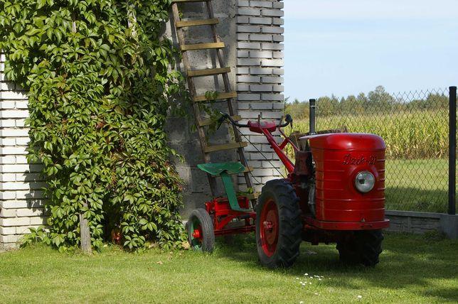 DZIK 21 2 z osprzętem . traktorek jednoosiowy