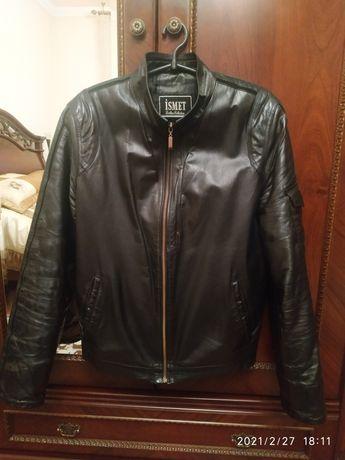 Шкіряна чоловіча куртка S