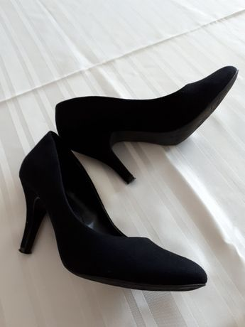 Czarne szpilki