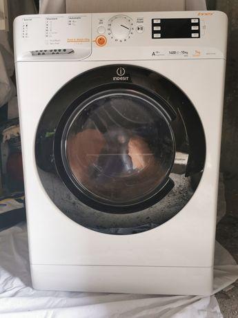 Máquina de lavar e secar roupa
