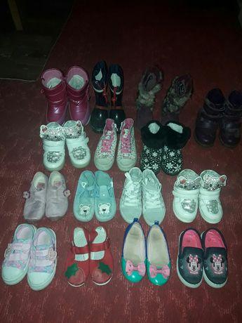 чоботи кросівки