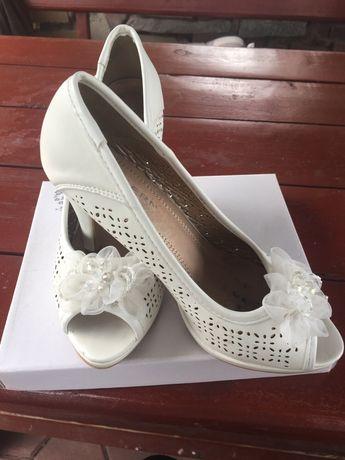 Piękne i wygodne buty ślubne