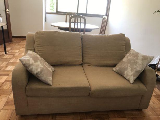 Dá-se sofá