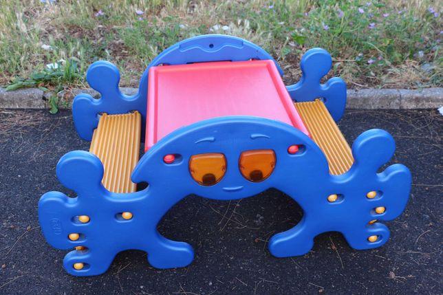 Mesa e baloiço de criança (pode usar no interior e no exterior)