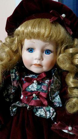 Фарфоровая коллекционная кукла.