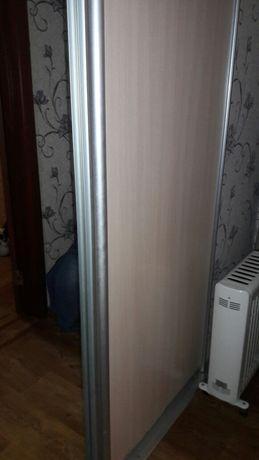 Продам двери для шкафа-купе 2 шт( дсп + зеркало)