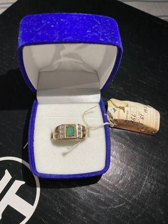 Печатка золотая с бриллиантами и изумрудом