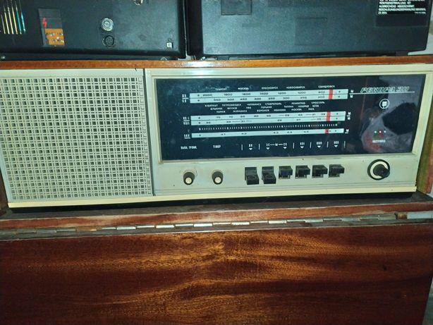 Продам Радиолу Рекорд 311