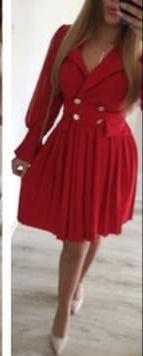 Piękna czerwona sukienka złote guziki święta