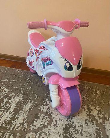 Мотоцикл біло-рожевий