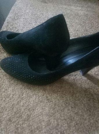 Туфлі замшеві з камінчиками