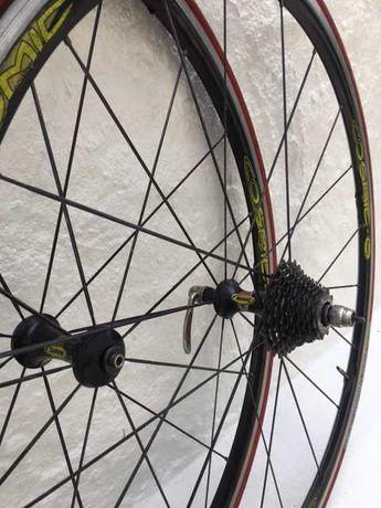 Rodas Cosmic Mavic com pneus Michelin Dynamic Sport