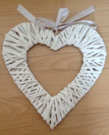 Serce ratanowe dekoracyjne białe z białą kokardą