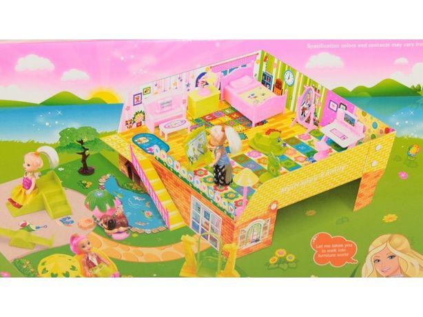 Домик с куклами и мебелью