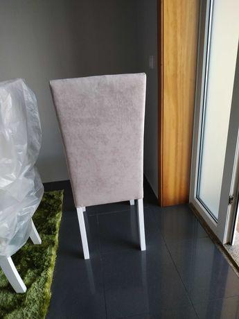 Cadeiras de cozinha ou sala com pouco uso