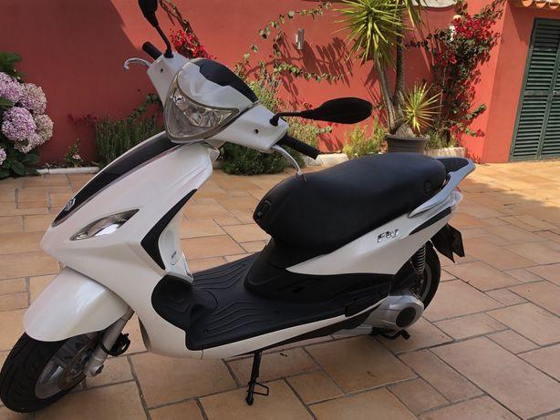 Moto piaggio 125ie modelo fly