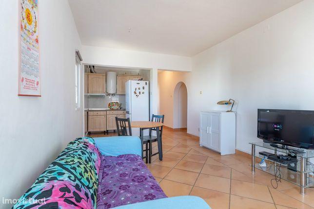 Apartamento de 2 assoalhadas em Monte Abraão